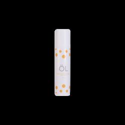La crème pour le visage ÖL cosmétiques apporte de l'éclat au teint, hydrate la peau et retarde l'apparition des rides. Il a une action anti-inflammatoire en diminuant les rougeurs causées par la couperose, rosacée et eczéma. Il contient de la caméline, argousier, sureau, safran et néroli.